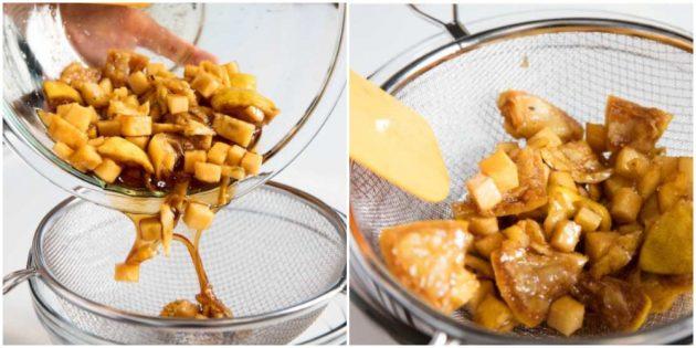 Как почистить, порезать ананас и сделать сироп из обрезков: Перелейте образовавшуюся жидкость в другую ёмкость через сито
