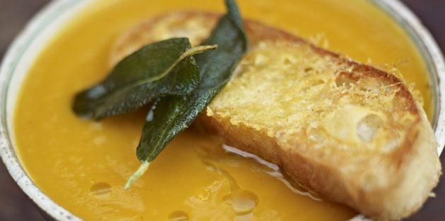 Блюда из тыквы: Тыквенный суп-пюре c сырными гренками