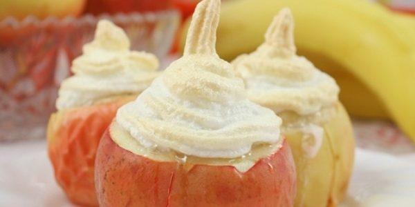 Запечённые яблоки с творогом, бананом и безе