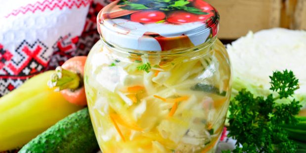 Салаты из капусты на зиму: Салат из капусты с морковью, огурцами, перцем и зеленью