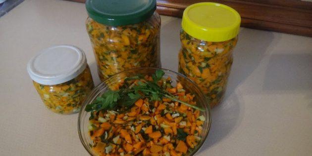 Как заготовить морковь на зиму: Острый салат из моркови с зеленью