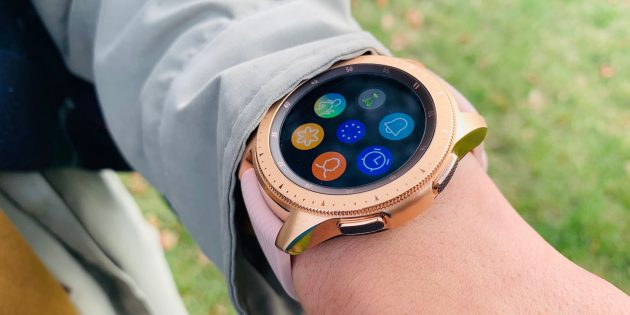 Обзор Galaxy Watch — нового умного браслета от Samsung, который выглядит как классические часы