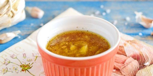 Чесночный соус с бульоном
