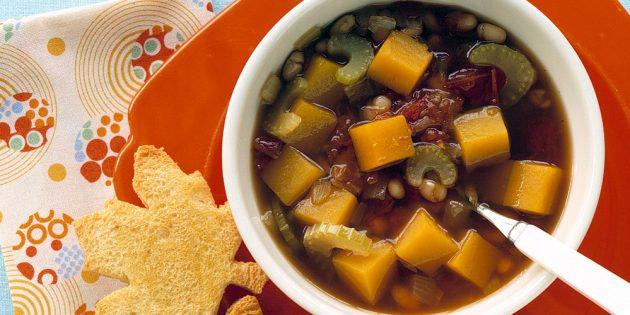 Суп с тыквой, фасолью и сельдереем