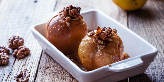 Запечённые яблоки с овсянкой и орехами в духовке