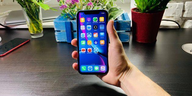 Обзор iPhone XR: положение в руке