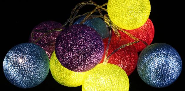 Новогодние украшения: Гирлянда с клубками