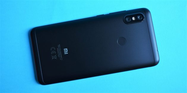 Обзор Xiaomi Redmi Note 6 Pro: Задняя крышка