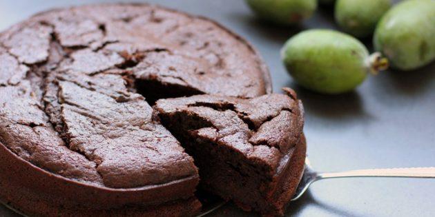 как есть фейхоа: Шоколадный пирог с фейхоа