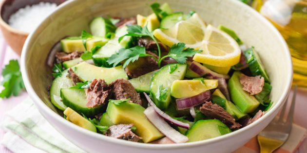 Салат с авокадо,тунцом и огурцами: простой рецепт