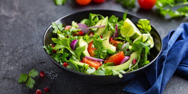 Салат с авокадо, помидорами и огурцами: простой рецепт