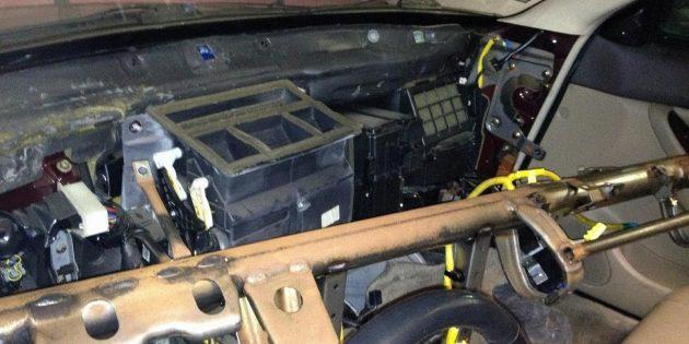 Почему плохо греет печка в машине: негерметичность корпуса отопителя и смещение радиатора