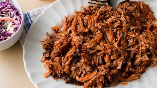 Свинина в духовке: Рваная свинина с томатно-уксусным соусом