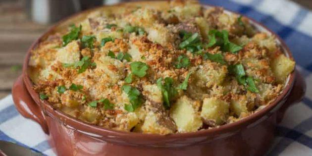 Свинина в духовке: Свинина с яблоками и картофелем в сливочном соусе