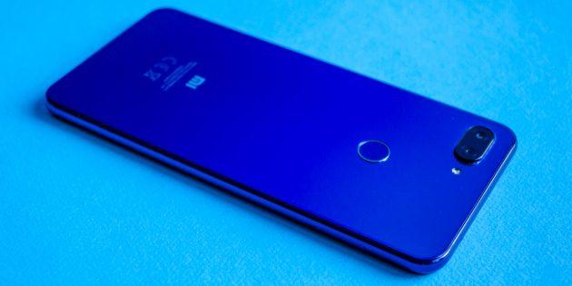 Обзор Xiaomi Mi 8 Lite: Задняя поверхность
