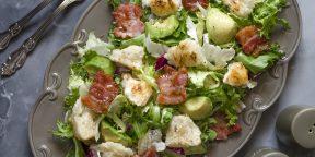 10 очень вкусных салатов с сухариками
