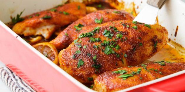 Как приготовить курицу в духовке: Куриные грудки с румяной корочкой на подушке из лимонов
