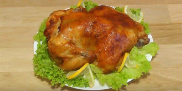 Целая курица в духовке с острым соевым соусом, запечённая в рукаве
