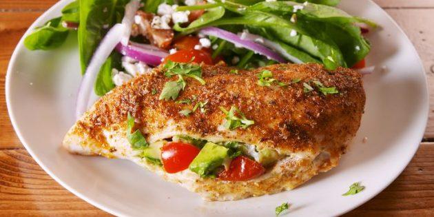 Рецепты курицы в духовке: Куриные грудки, фаршированные авокадо и помидорами