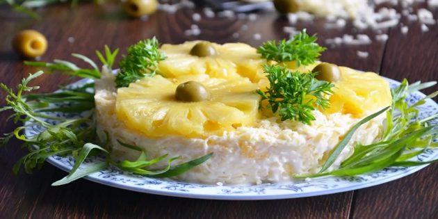 Рецепты: Салат с ананасом, сыром и чесноком
