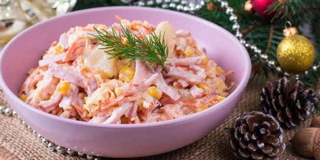 Рецепты: Салат с ананасом, ветчиной, корейской морковью, сыром и кукурузой