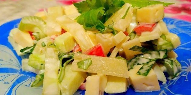 Как приготовить салат с ананасом, сельдереем, яблоком, сыром и болгарским перцем