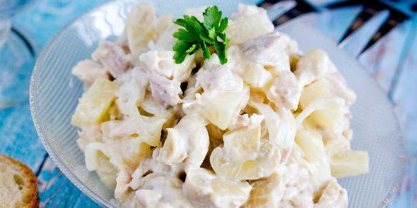 Рецепты: Салат с ананасом, грибами, курицей и маринованным луком