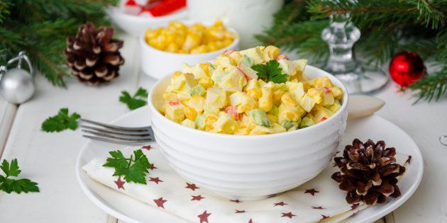 Салат с крабовыми палочками, кукурузой и яйцами