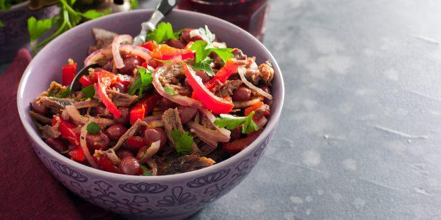 Салат с фасолью, говядиной, перцем и грецкими орехами: простой рецепт