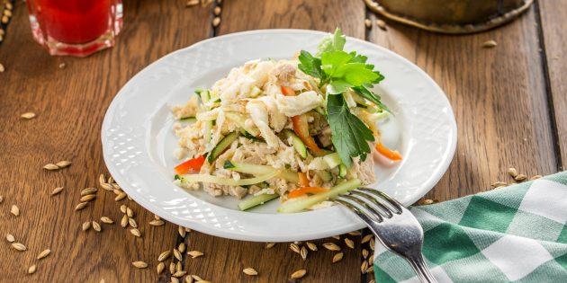 Салат без майонеза с курицей, грибами, огурцом и болгарским перцем: простой рецепт