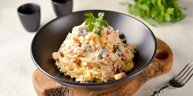 как приготовить салат с ананасом, крабовыми палочками, яйцами и сыром