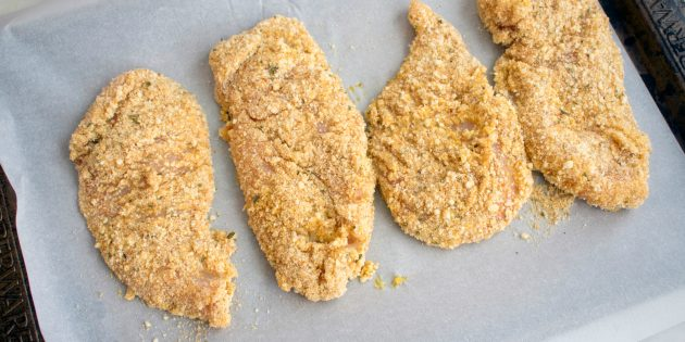 курица с хрустящей миндальной корочкой в духовке: простой рецепт