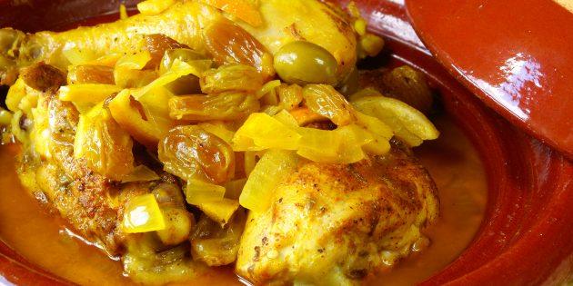 Как приготовить курицу в вине с изюмом и оливками в духовке