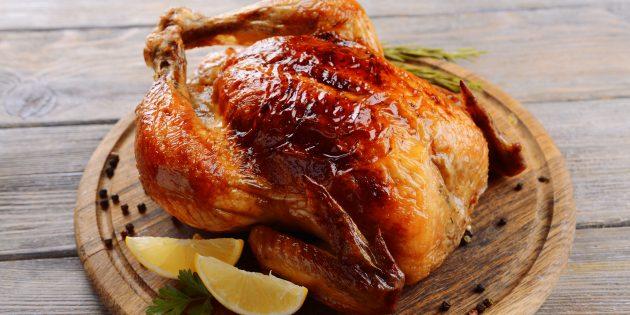 Целая курица с острым соевым соусом в рукаве в духовке