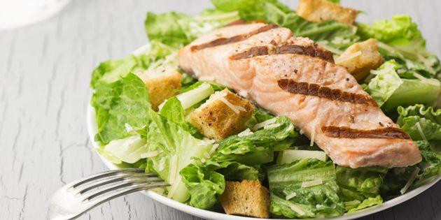 Рецепт салата цезарь с лососем и спаржей