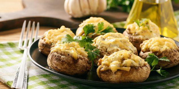 Шампиньоны, фаршированные мясом и сыром: простой рецепт