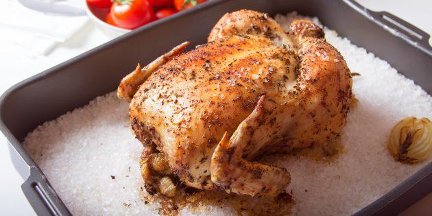 Целая курица на соли в духовке: простой рецепт