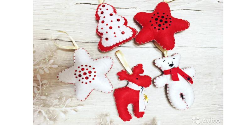 739e039fcf02f А ещё на Авито можно купить фигуры Деда Мороза и Снегурочки, которые будут  охранять подарки под ёлкой.