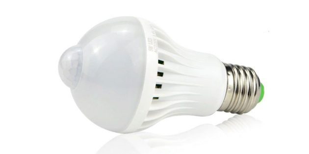 10бюджетных гаджетов, которые пригодятся каждому: лампочка с датчиком движения