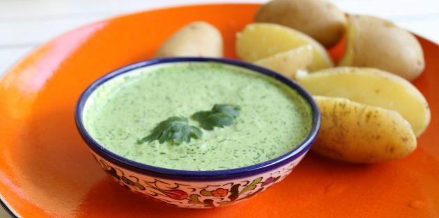 Сметанно-яичный соус с зеленью и горчицей