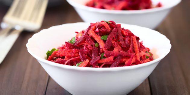 Салат из свежей свёклы с морковью, оливками и горчичной заправкой