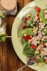 10 аппетитных салатов с консервированным тунцом
