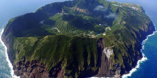 Территория Азии не зря привлекает туристов: вулканический остров Аогасима, Япония