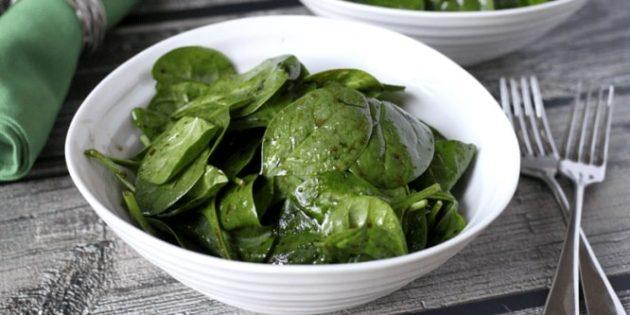 Простой салат из шпината
