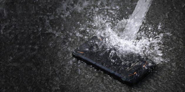 Doogee S90: Купание смартфона