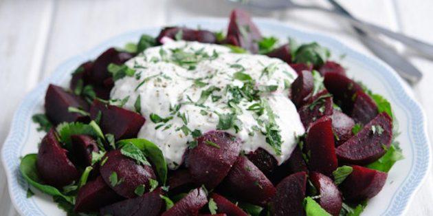 Салат со шпинатом и свёклой