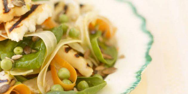 Салат со шпинатом и жареным сыром