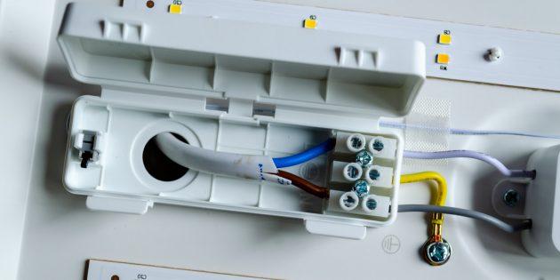 Yeelight Smart Square LED Ceiling Light: Закрепление концов электрического кабеля
