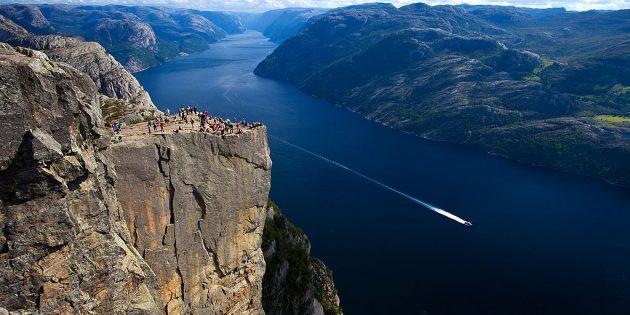 Куда поехать в Европе: Скала Прекестулен, Норвегия