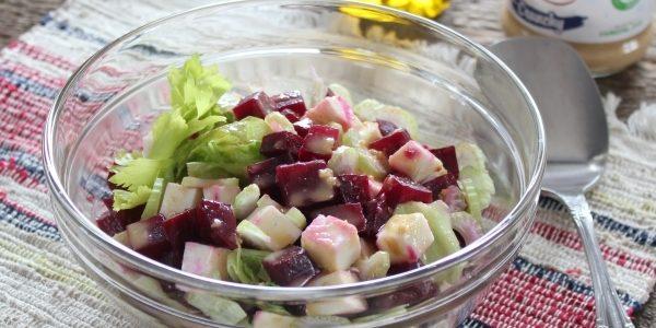 Салат с сельдереем, свёклой и адыгейским сыром
